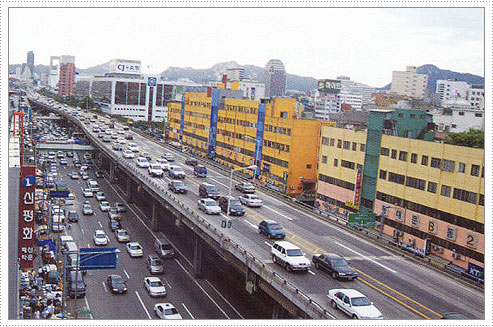 Cheonggye freeway in downtown Seoul